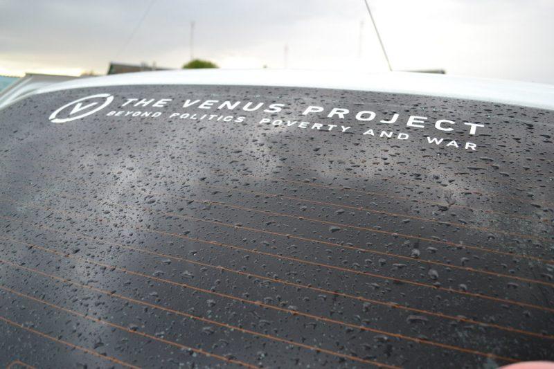 Наклейка на заднее стекло автомобиля